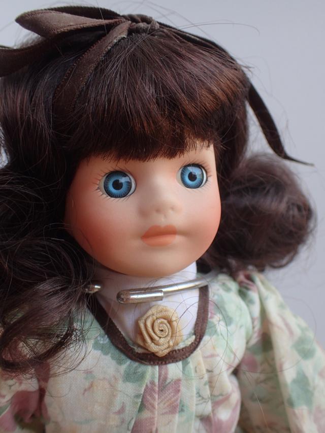 Donne 11 poupées de porcelaine P7209333