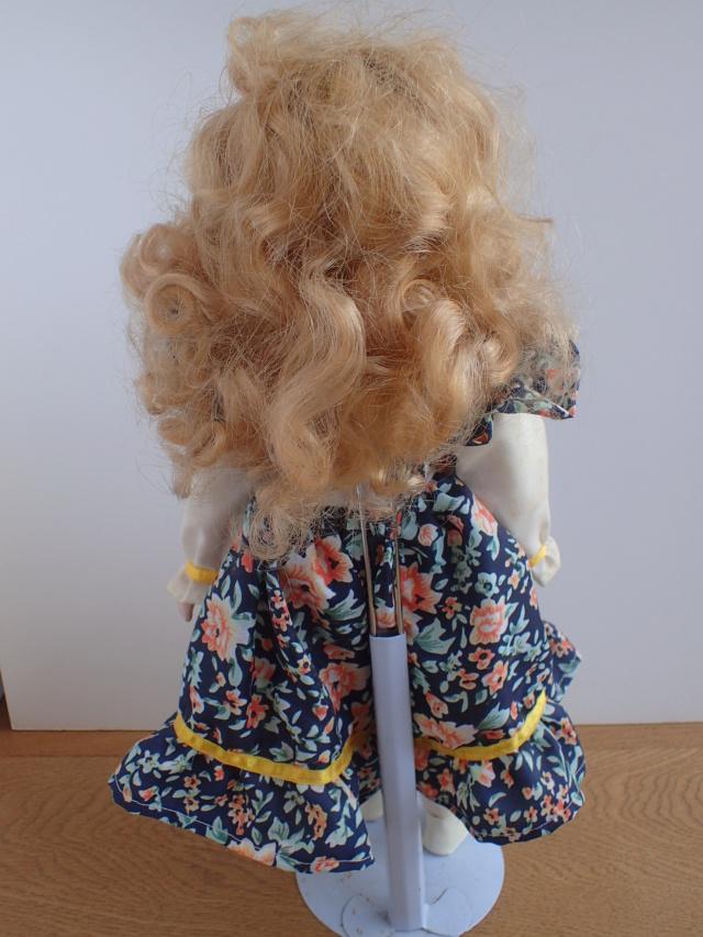 Donne 11 poupées de porcelaine P7209334