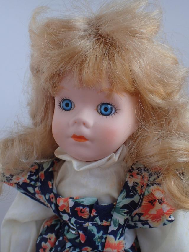 Donne 11 poupées de porcelaine P7209335