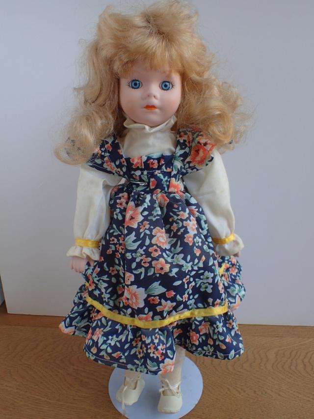 Donne 11 poupées de porcelaine P7209336