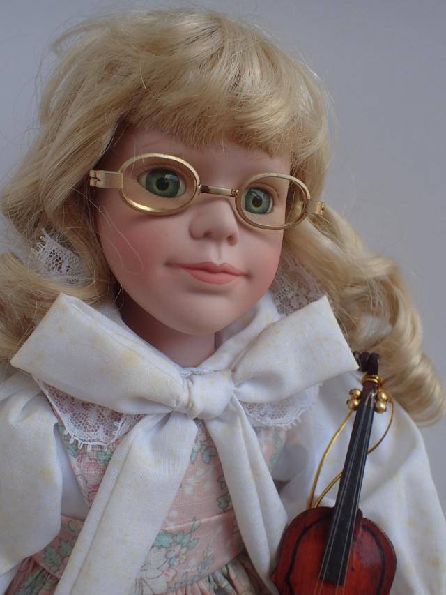 Donne 11 poupées de porcelaine P7209337