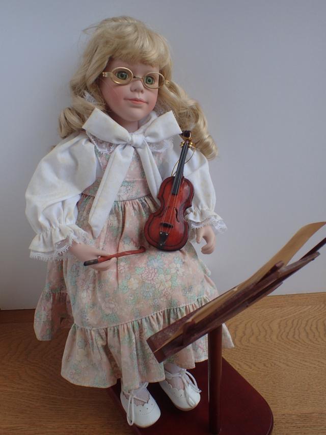 Donne 11 poupées de porcelaine P7209338
