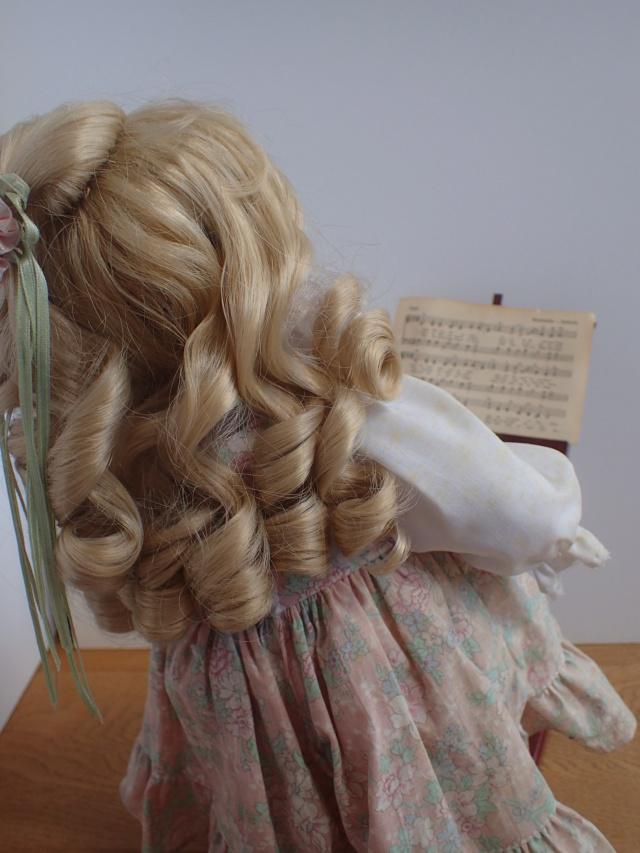 Donne 11 poupées de porcelaine P7209410