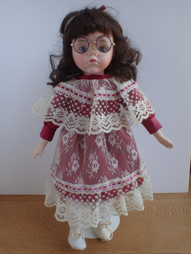 Donne 11 poupées de porcelaine P7209411