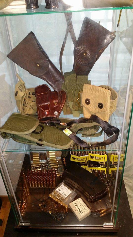 Présentation de vos armes de poing - supports - vitrines 32260510
