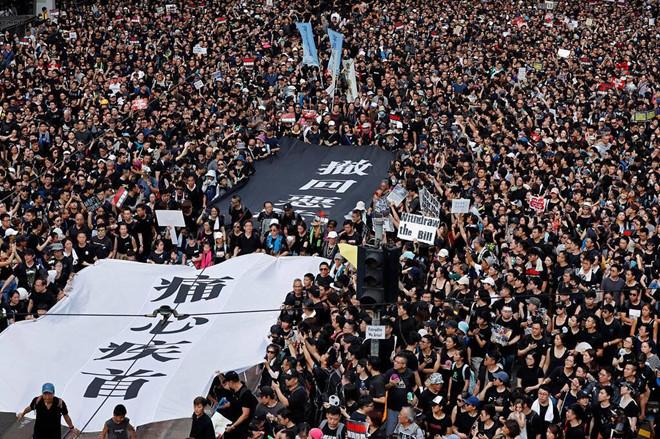 Biểu tình mới tại Hồng Kông Bieu-t23