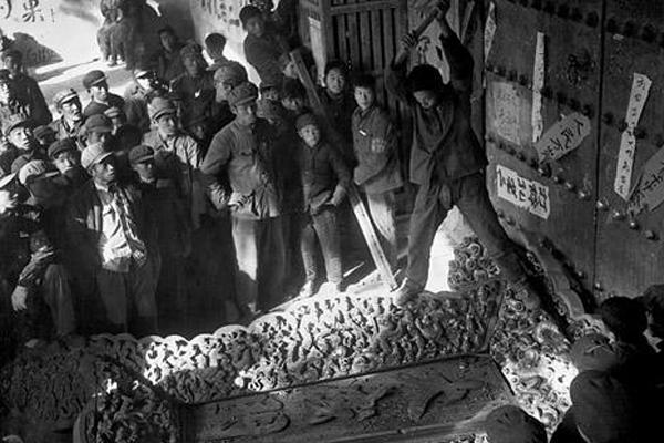 Cảnh mộ của gia quyến Khổng Tử bị đào trong thời Cách mạng Văn hóa Cach-m12