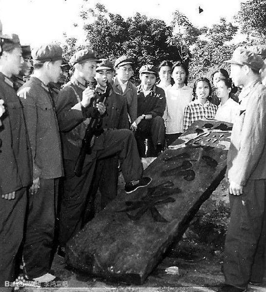 Cảnh mộ của gia quyến Khổng Tử bị đào trong thời Cách mạng Văn hóa Cach-m14