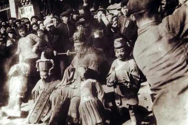 Cảnh mộ của gia quyến Khổng Tử bị đào trong thời Cách mạng Văn hóa Cach-m15