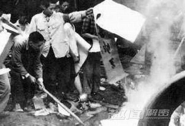 Cảnh mộ của gia quyến Khổng Tử bị đào trong thời Cách mạng Văn hóa Cach-m17