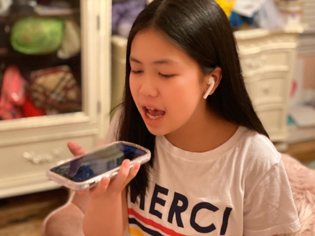 Celine Thiên Ân, 13 tuổi, và bài ca đem lại niềm tin giữa dịch COVID-19 Celine11