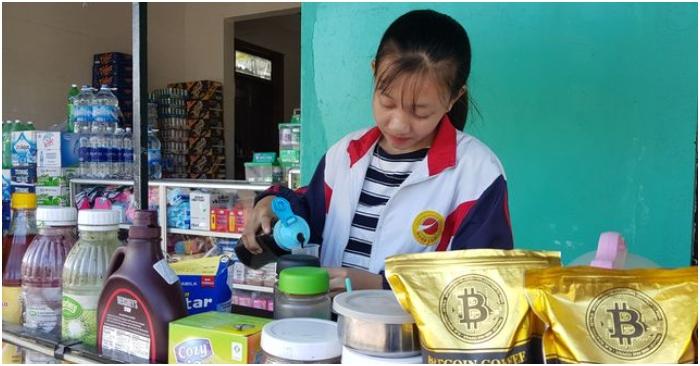 Nữ sinh nhà nghèo nuôi gà, bán cà phê gom góp tiền đi học Co-be-10