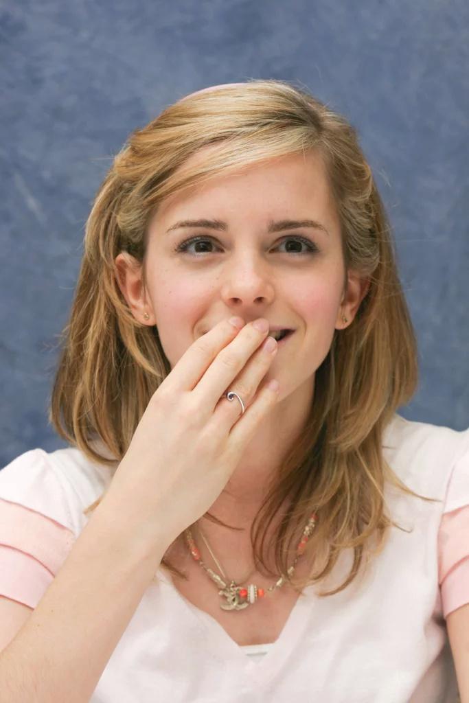 Emma Watson - Page 3 Ew200710