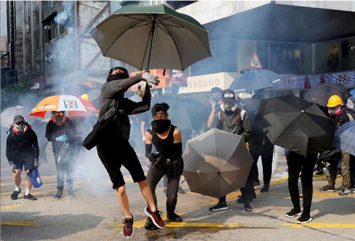 Biểu tình mới tại Hồng Kông - Page 4 Hk-0410