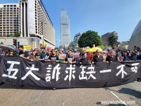 Biểu tình mới tại Hồng Kông - Page 4 Hk-1010
