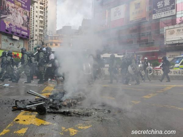 Biểu tình mới tại Hồng Kông - Page 4 Hk-1210