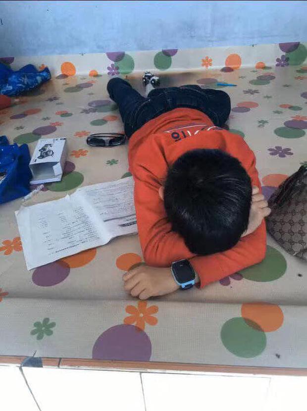 Cậu bé khóc lóc vì bài tập làm gần xong bỗng dưng mất hết chữ Matchu10
