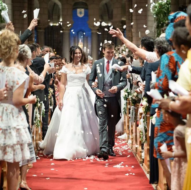 Chuyện tình 9 năm với Hoàng tử Monaco Monaco20