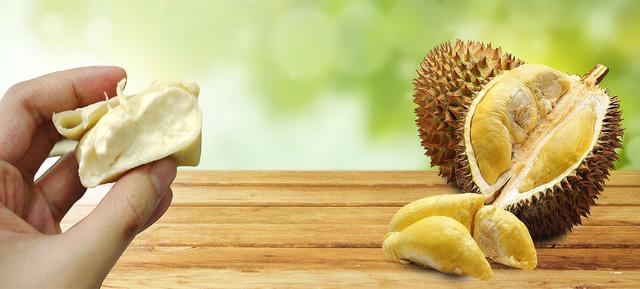 Đố bạn biết trái sầu riêng rụng vào lúc nào? Muisau12