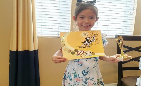 Bé gái gốc Việt 8 tuổi dành dụm hơn 25.000 USD giúp trẻ em nghèo Nvt-ka11