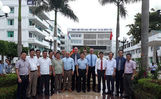 Quảng Bình: Tỉnh nghèo nhận gạo cứu đói khánh thành tượng đài gần 80 tỷ đồng Quangb10