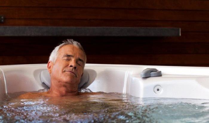 Điều gì xảy ra trên cơ thể khi tắm đêm?  Tamdem11