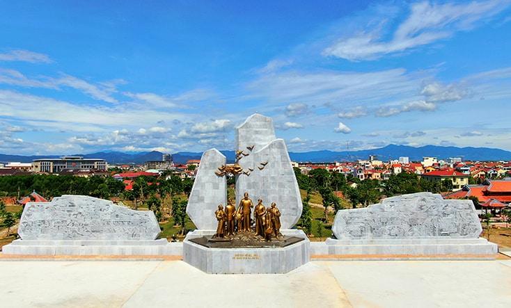 Quảng Bình: Tỉnh nghèo nhận gạo cứu đói khánh thành tượng đài gần 80 tỷ đồng Tuong-12