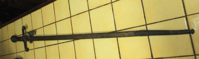Epée décorative ? Dscn4013