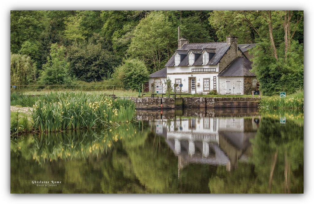 Ecluse (canal de Nantes à Brest) Maison10