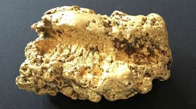 Prospector unearths 2kg nugget at old gold rush town E278a710