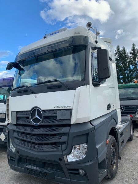 الشاحنات الالمانية استعمال نظيف للبيع بجدة Whats219