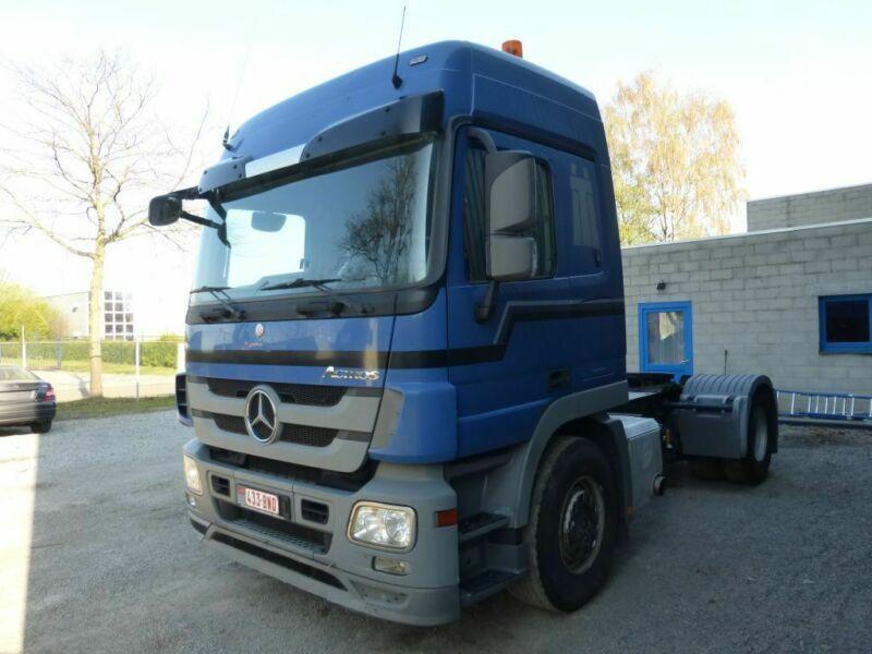 للبيع بحالة جيدة جدا وسعر مناسب شاحنه مرسيدس اكتروس 1841 mp3 ميجا Whats248