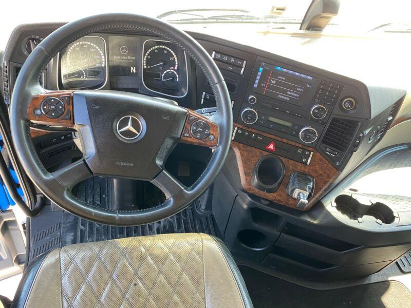 للبيع بحالة مميزة شاحنه مرسيدس موديل : 2012 اكتروس 1845 mp4 Whats256