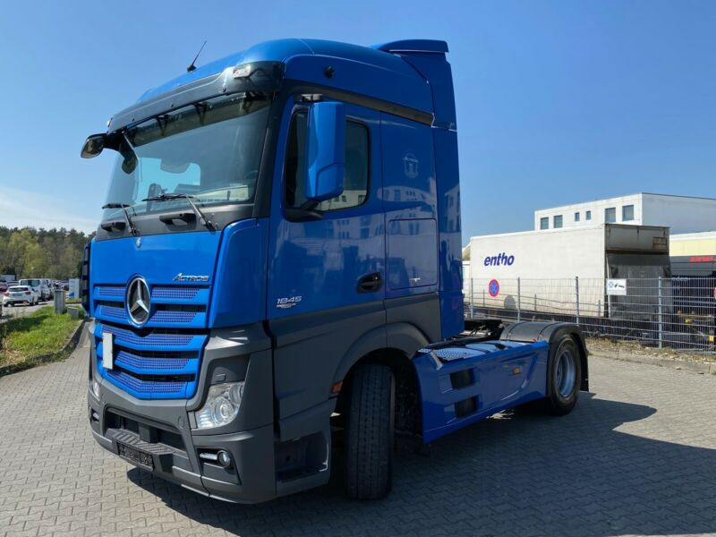 للبيع بحالة مميزة شاحنه مرسيدس موديل : 2012 اكتروس 1845 mp4 Whats257