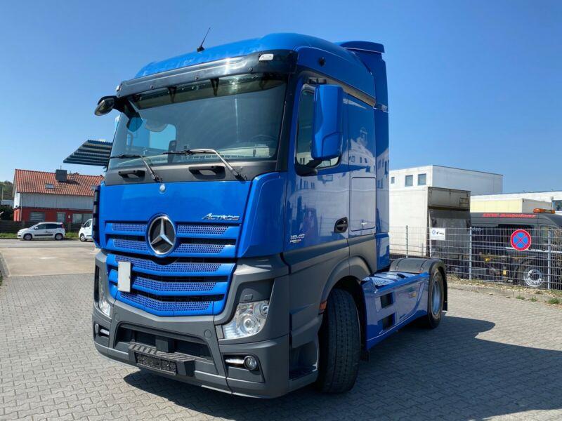 للبيع بحالة مميزة شاحنه مرسيدس موديل : 2012 اكتروس 1845 mp4 Whats258