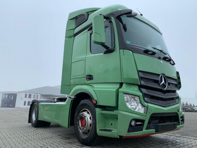 للبيع بحالة شبه جديدة شاحنه مرسيدس اكتروس 1845 mp4 Whatsa87