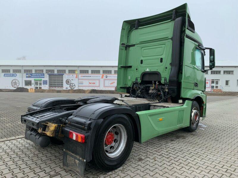 للبيع بحالة شبه جديدة شاحنه مرسيدس اكتروس 1845 mp4 Whatsa89