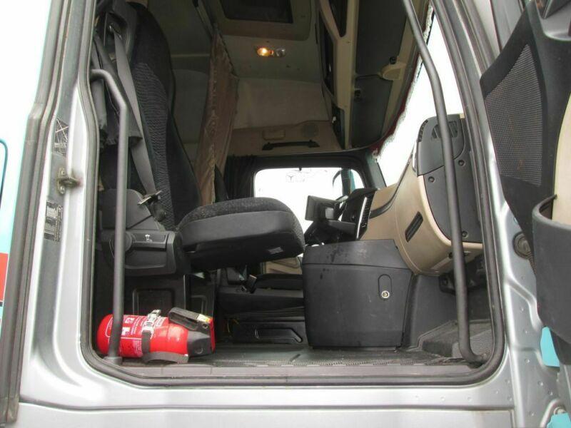للبيع بسعر مميز وحالة نظيفة جدا شاحنه مرسيدس اكتروس 1845 mp4   Whatsa95