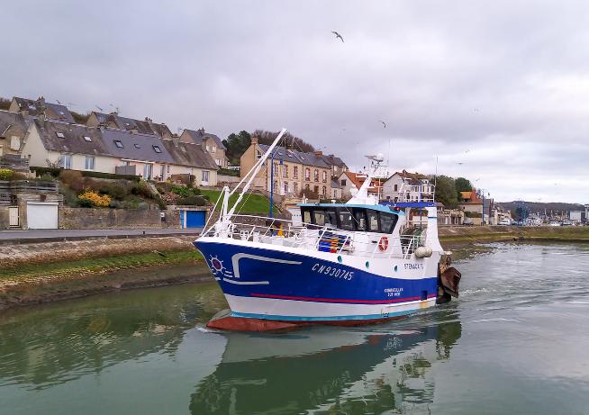 [VIE DES PORTS] Quelques bateaux de pêche (sur nos côtes Françaises) - Page 13 Stzona10