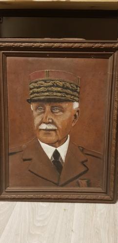 Cadre du maréchal pétain en toile cuir et reliefs 20200814