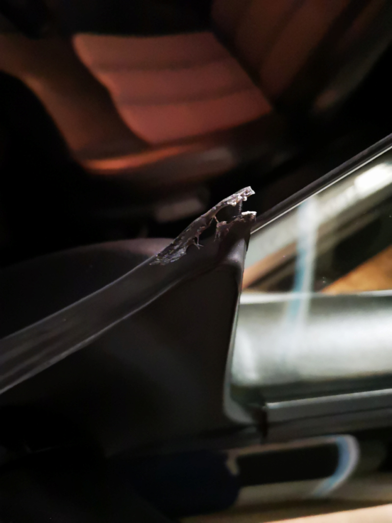 joint de rétro/vitre coupé Img_2010