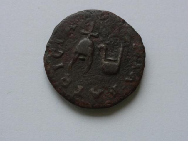 Semis de Colonia Patricia, época de Augusto. COLONIA PATRICIA. Gorro flamíneo y símpulo. Dsc05610