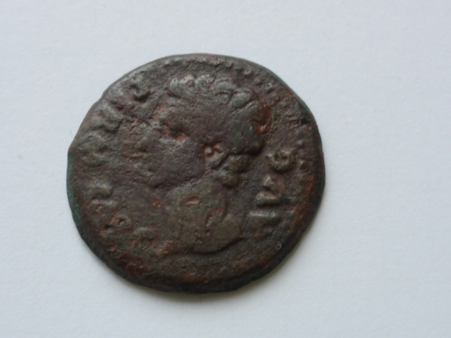 Semis de Colonia Patricia, época de Augusto. COLONIA PATRICIA. Gorro flamíneo y símpulo. Dsc05612