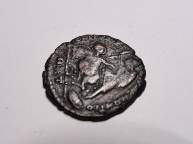 AE3 de Constancio II. FEL TEMP REPARATIO. Soldado alanceando jinete. Roma Dsc06017