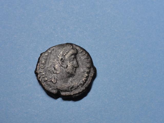 AE3 de Constancio II. FEL TEMP REPARATIO. Soldado alanceando jinete. Dsc07016