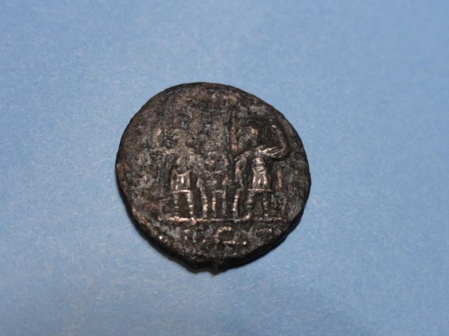 AE3 de Constancio II. GLOR-IA EXERC-ITVS. Dos estandartes entre dos soldados. Roma. Dsc07211