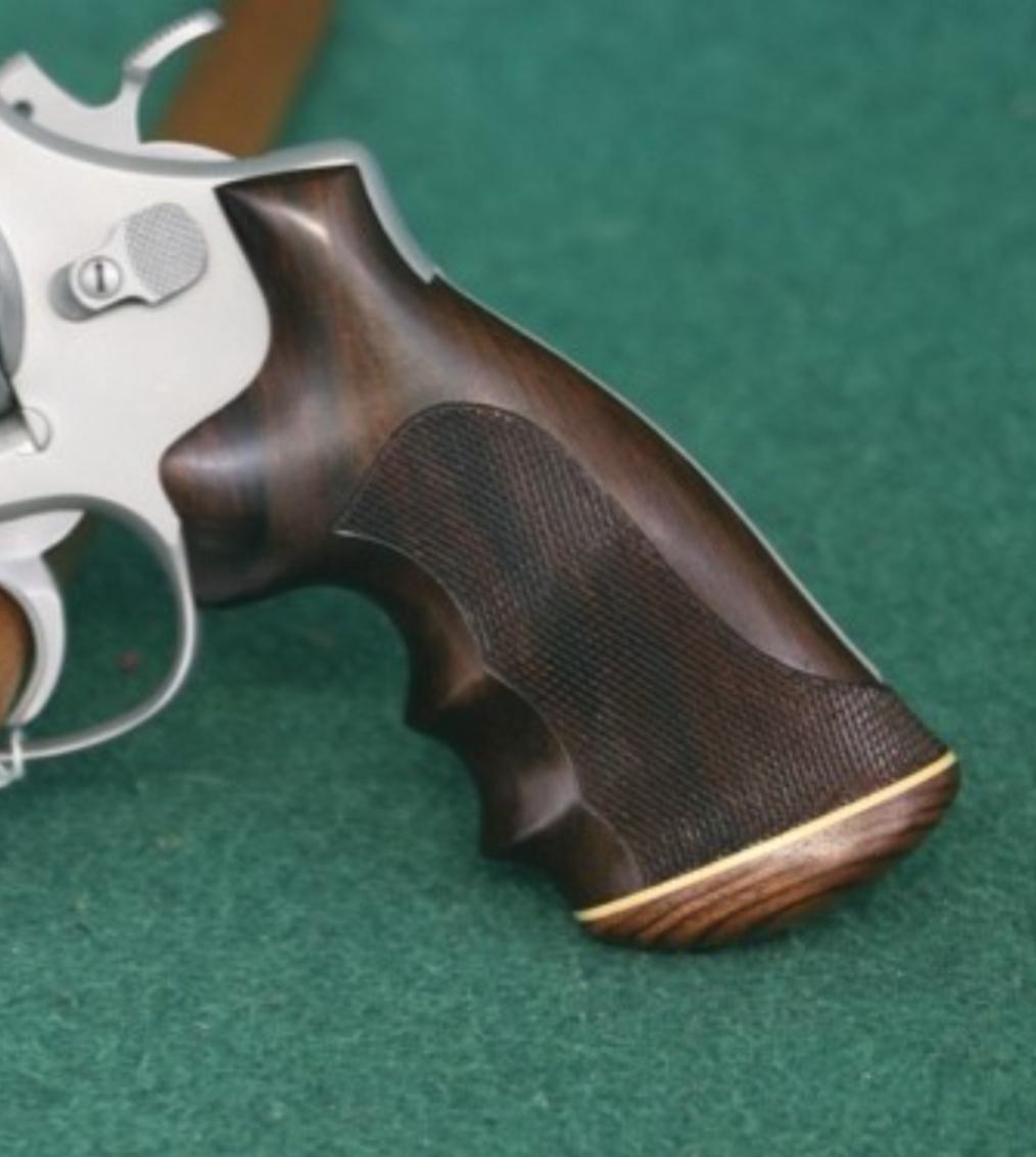 Identyfy revolver grip Screen22
