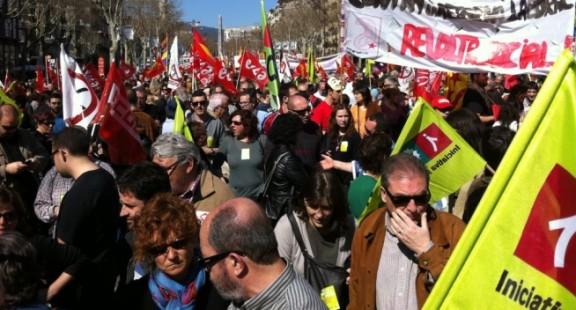 """11 de Mayo (Catalunya)   Manifestación """"Cap Intervenció:Desmilitarització / No Intervención:Desmilitarización""""  Manife10"""