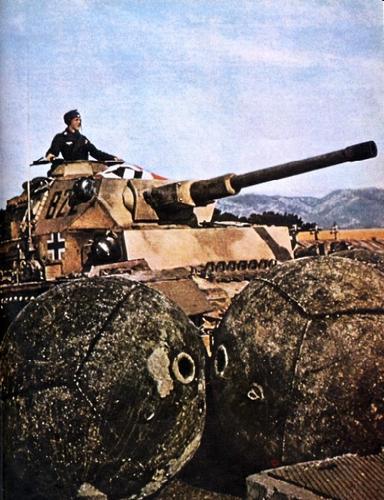 Panzer IV ausf g - Toulon novembre 1942 - saynète en cours Panzer11