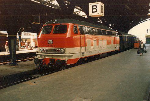 Die Diesellok der DB Baureihe 218 in CityBahn-Lackierung 218_1310